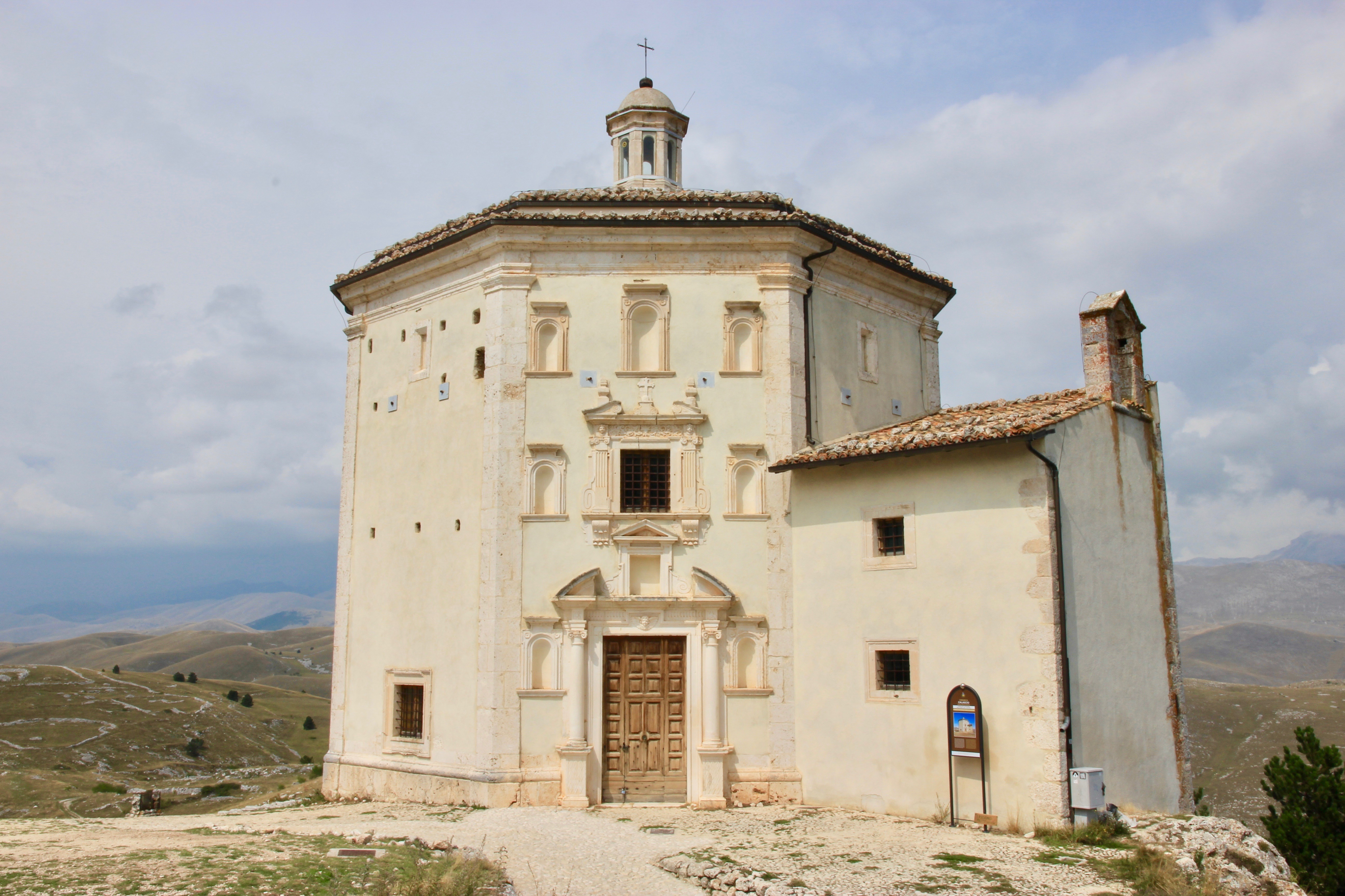 Rocca Calascio, Chiesa