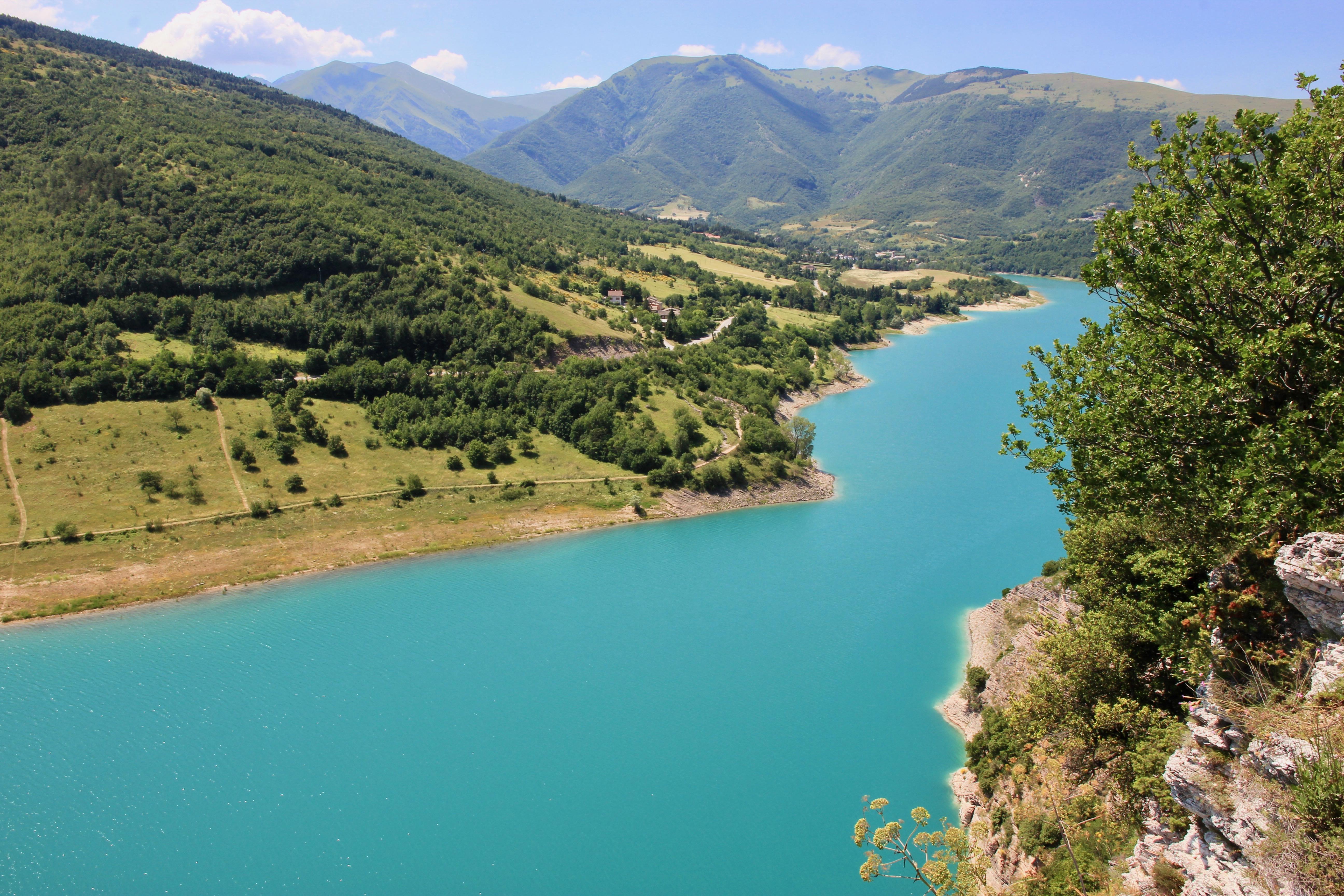 Il lago di Fiastra e le Lame Rosse