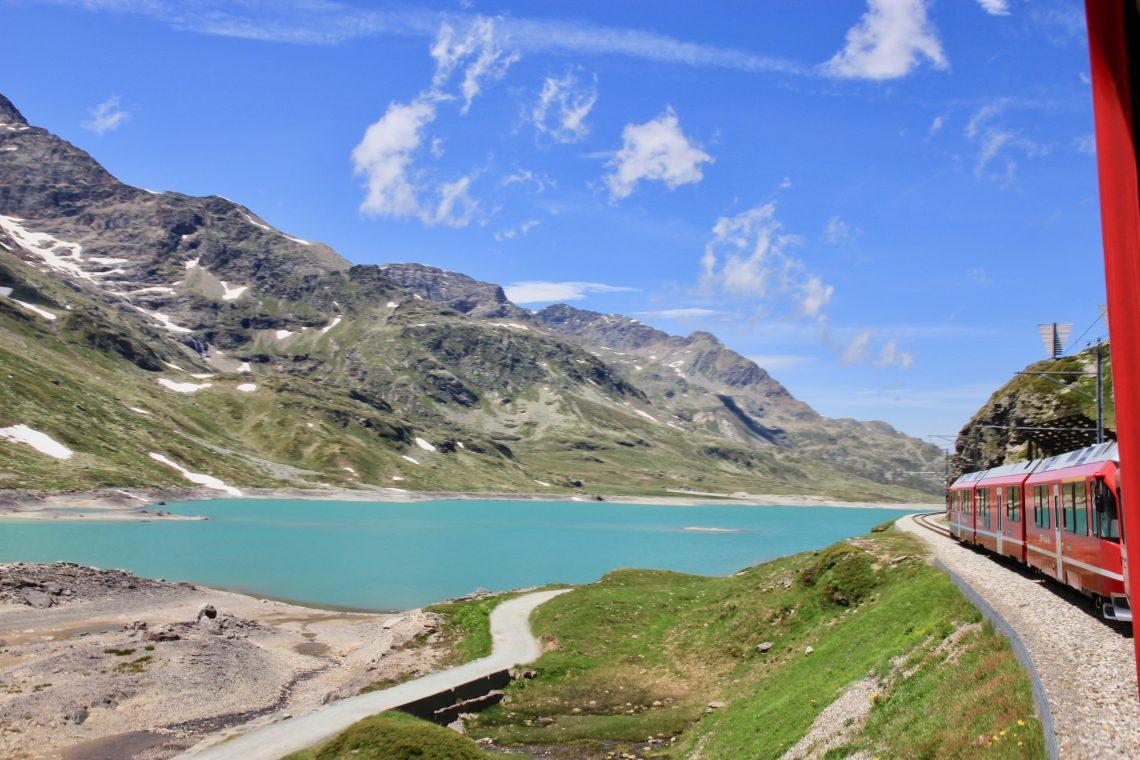 Viaggiare sul Trenino Rosso del Bernina